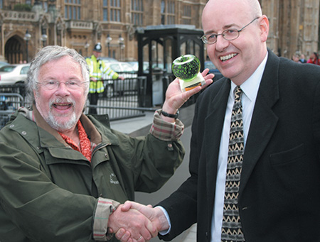 Bill Oddie and Bob Sinbank with their Green Apple Award